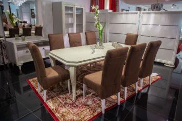 TABLE A MANGER AVEC HUIT CHAISES